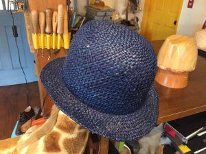 木型で作るハット ブルー