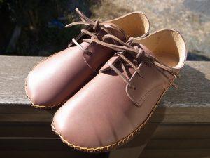 外履きひも靴茶色