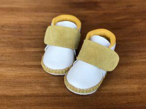太いストラップ子ども靴 黄色