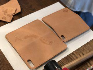 ◆ 牛ヌメ革の iPhone7・7plusケースに電気ペンで好きな絵を描こう◆