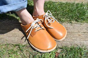ふくろ縫いの外履き ひも靴 キャメル