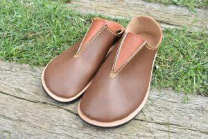 ふくろ縫いのさんかくを手縫い外履き靴