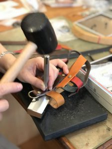 革で作る水筒ホルダー