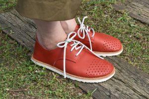 穴あきドット ふくろ縫いのひも靴
