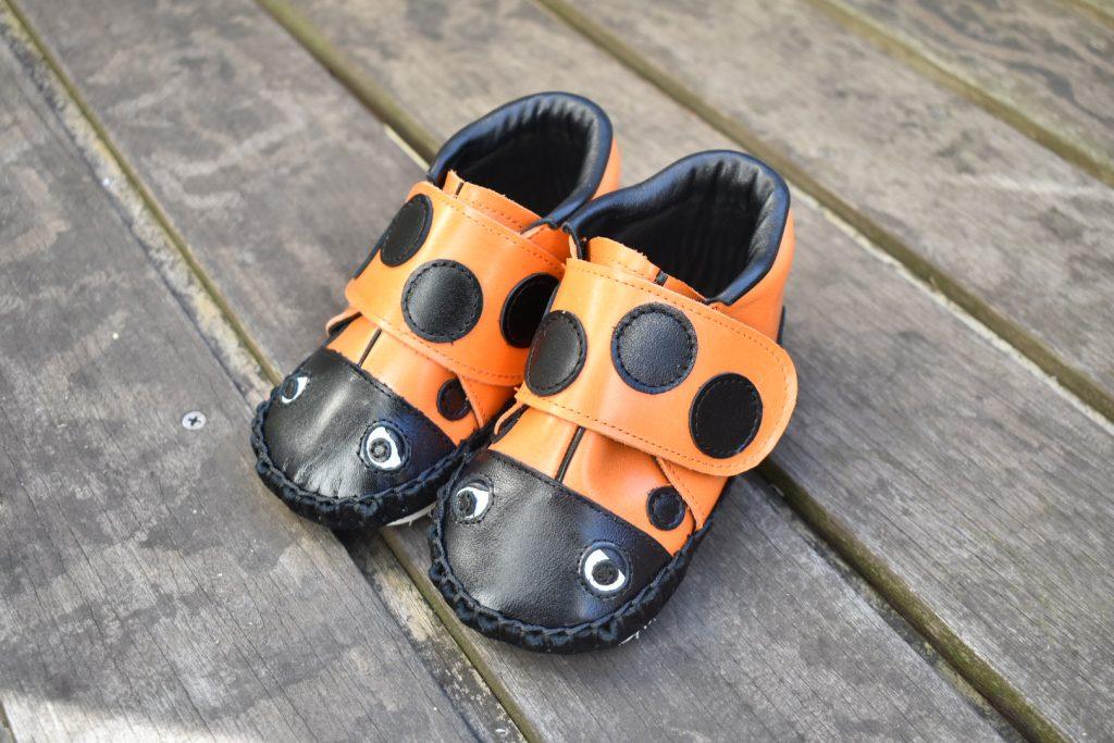 てんとう虫の子ども靴 オレンジ